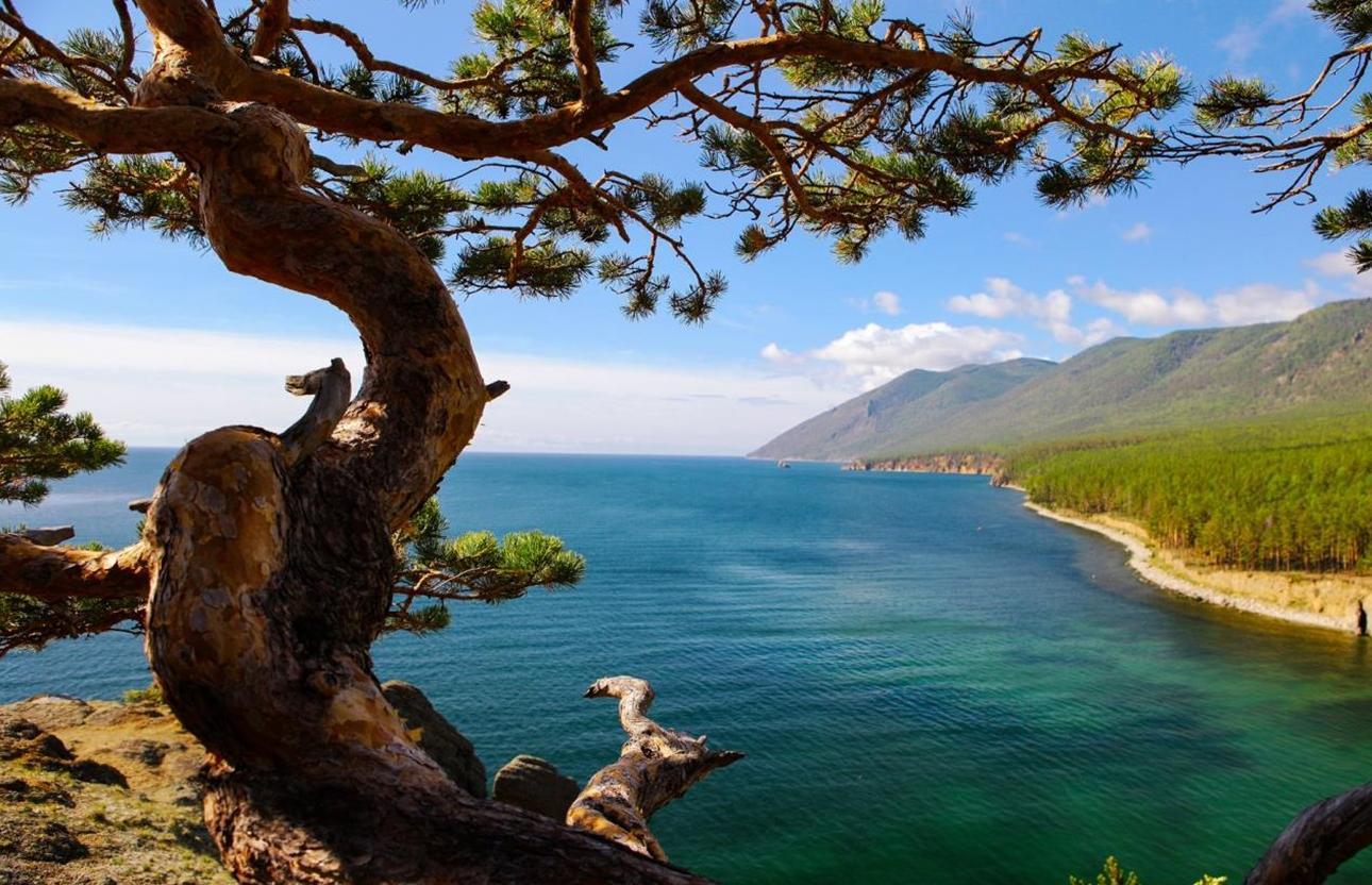 Компания Microsoft создала бесплатный пакет под названием Lake Baikal (Озеро Байкал) для тем рабочего стола Windows 10