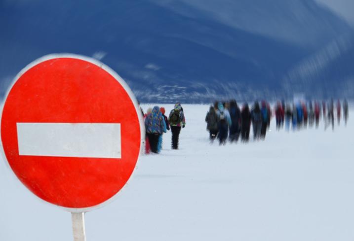 Сотрудники МЧС не рекомендуют использовать ледовый маршрут по Байкалу «Ангасолка-Слюдянка»